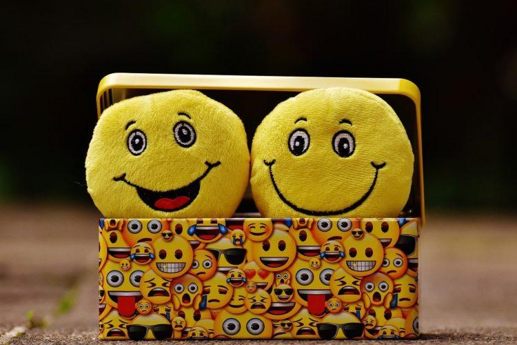 Emojis sourire - Comment se servir des emojis - par Erialla Communication - Rédaction et création site Auray