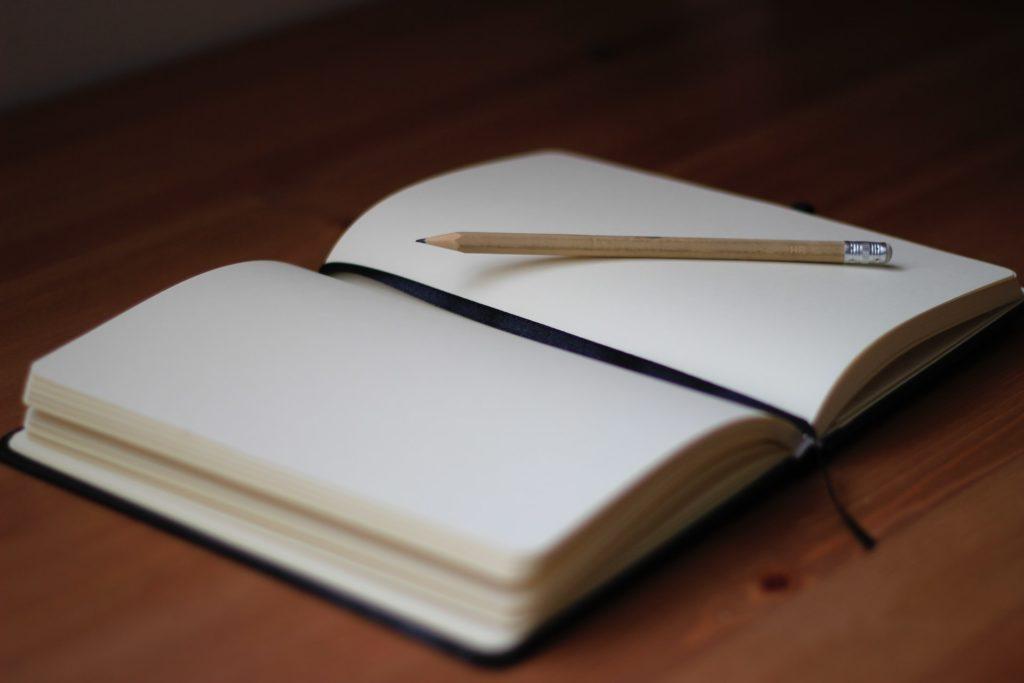 Crayon et cahier - Rédaction, relecture, correction, réécriture Auray Lorient
